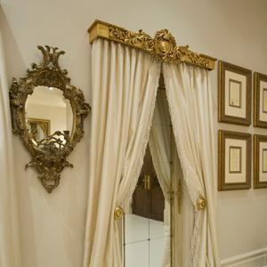 Zolatone Paint Finish to Walls/Gilded Pelmet